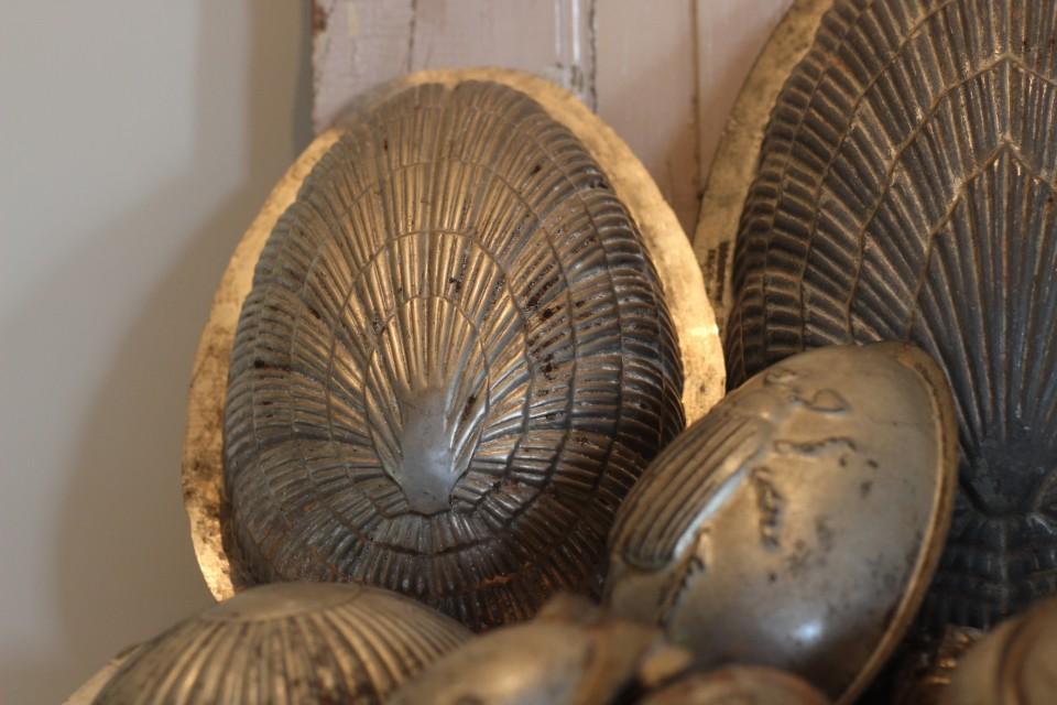Oude metalen chocolade Paasmal schelp