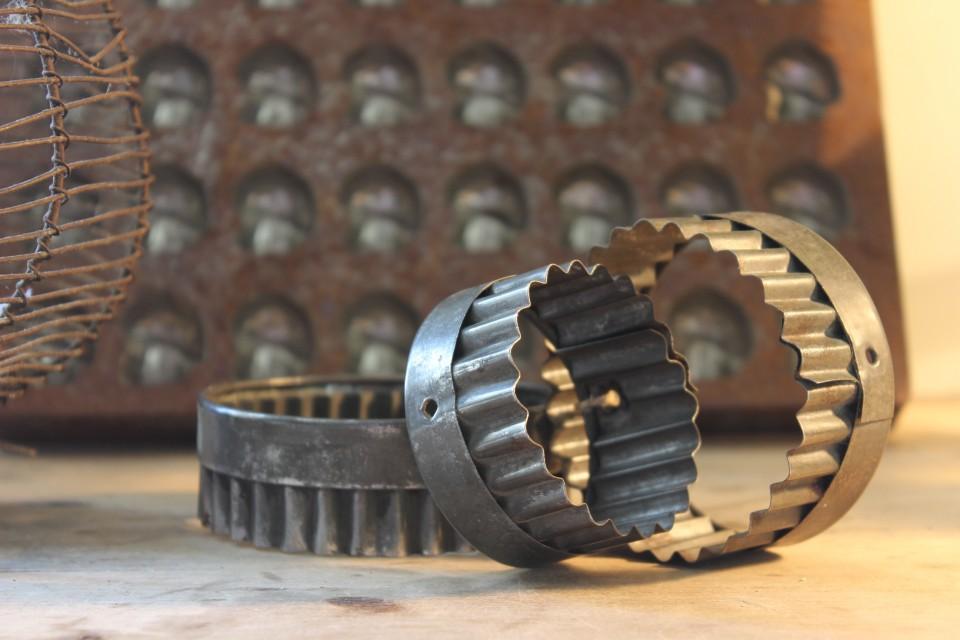 Oude set metalen steek/bak vormpjes