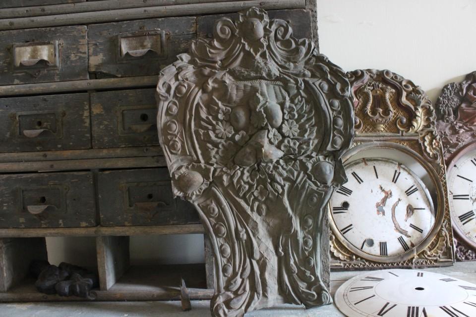 Oud Frans latoenkoperen klok onderdeel