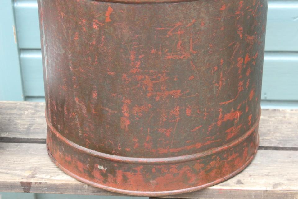Oud metalen groot rond winkelblik