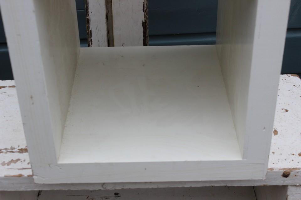 Oude houten witte kubus