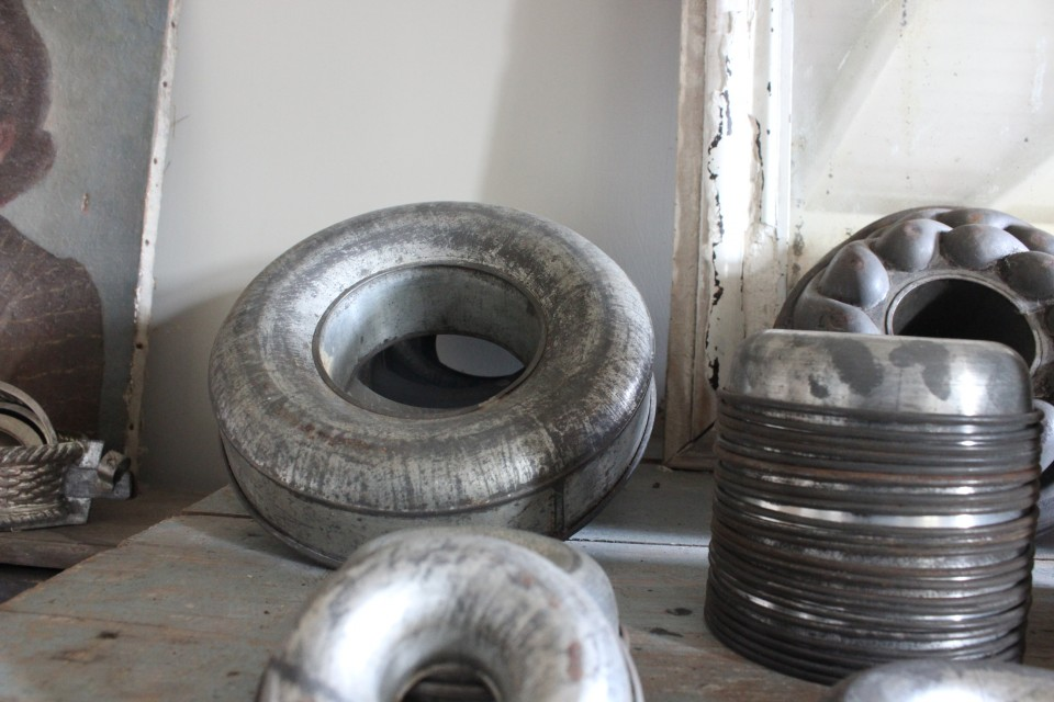 Oude metalen bakvorm ring groot