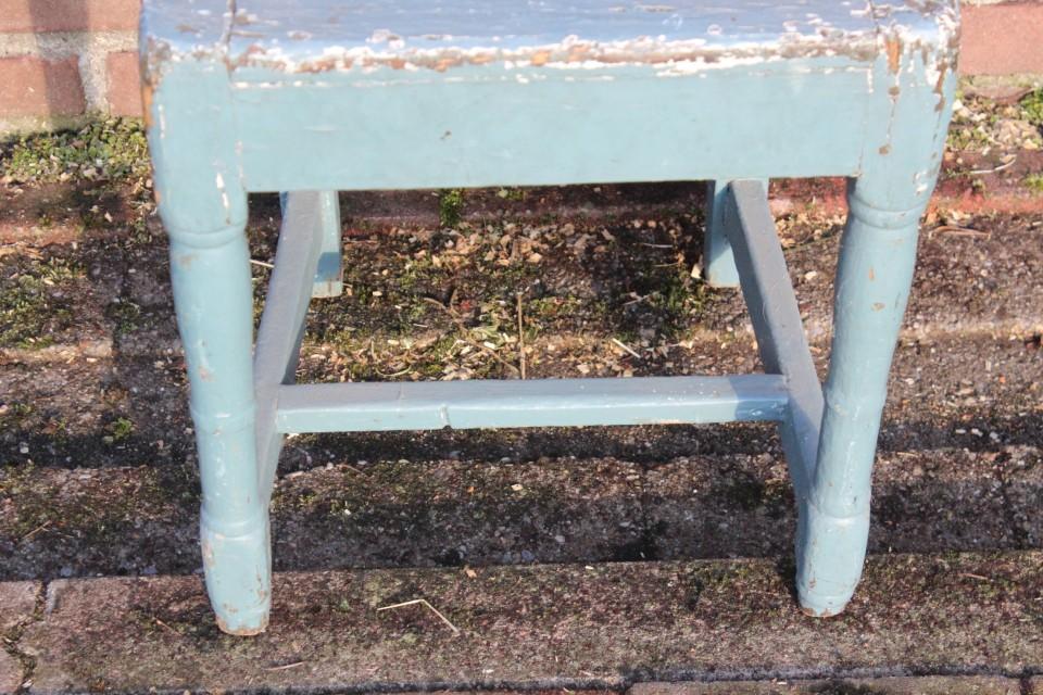 Brocante houten blauw kinder stoeltje