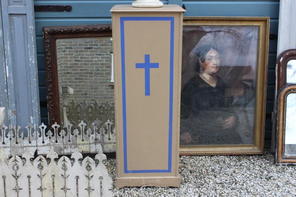 Oude Franse houten kerkzuil