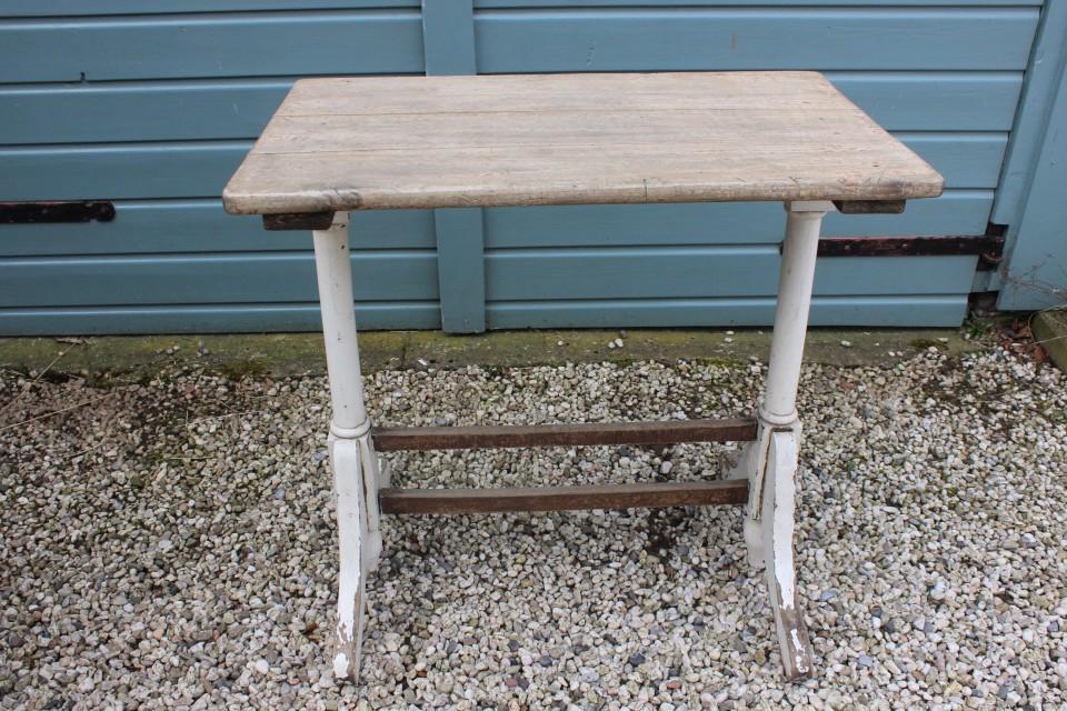 Oud houten cafe tafel