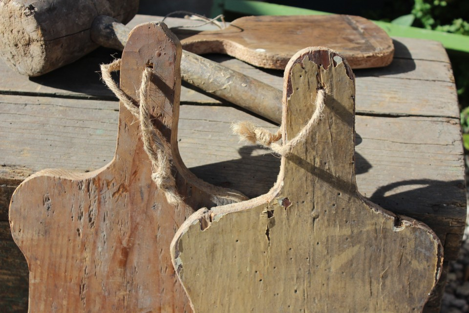 Oude houten rechthoekige broodplank