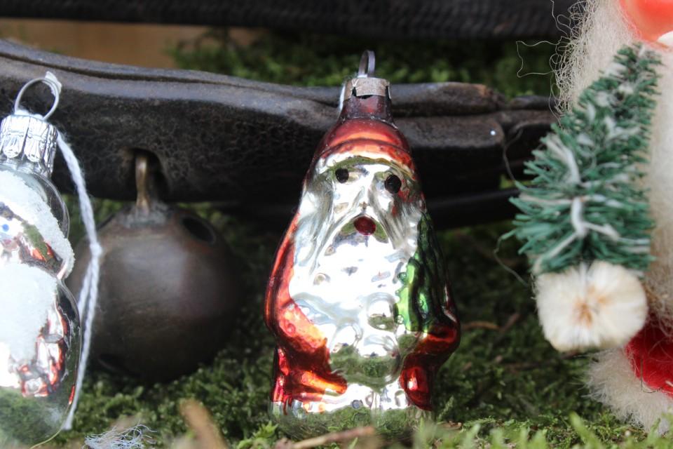 Oude kerstbal kerstman zilver rood groen