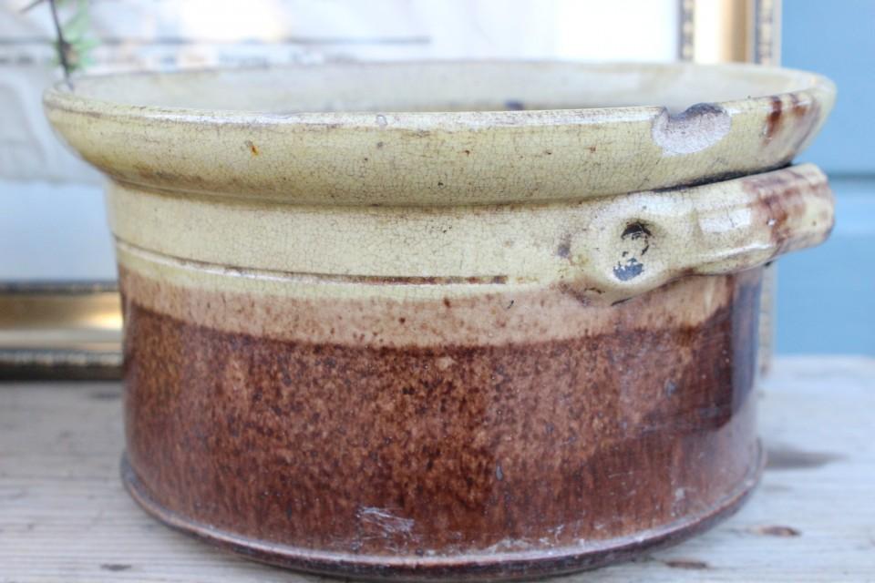 Oude Franse ronde aardewerk pot