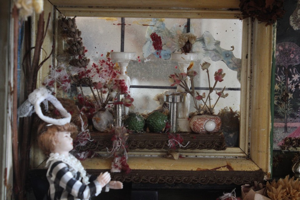 Antieke Duitse kijkkast - poppenhuis