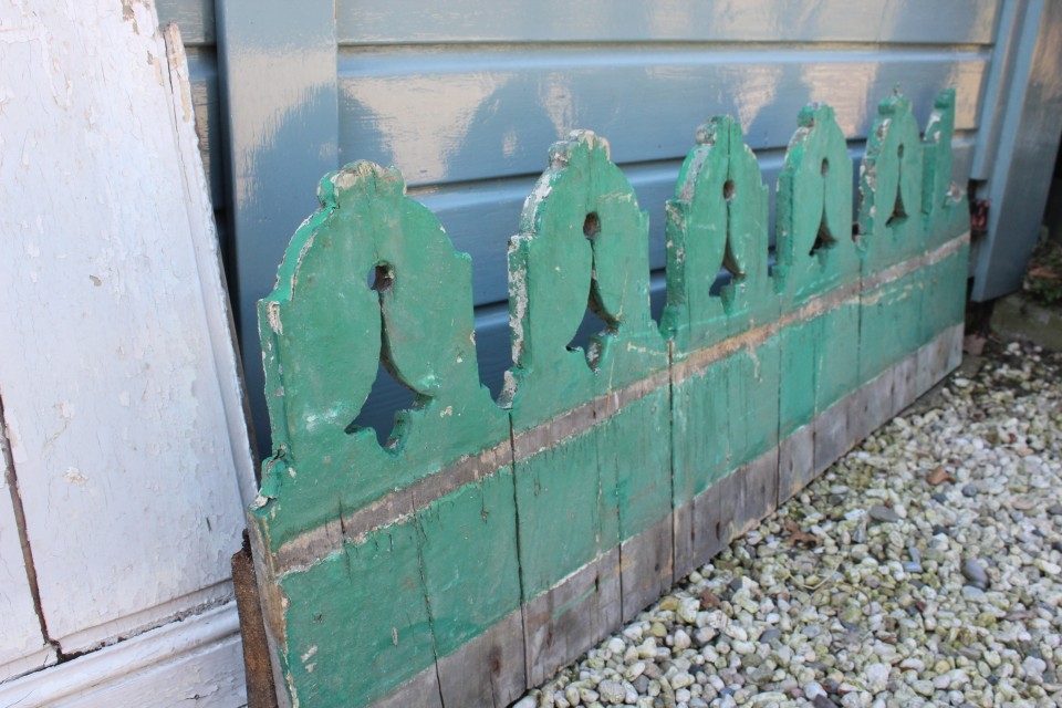 Brocante Frans houten groen dakornament