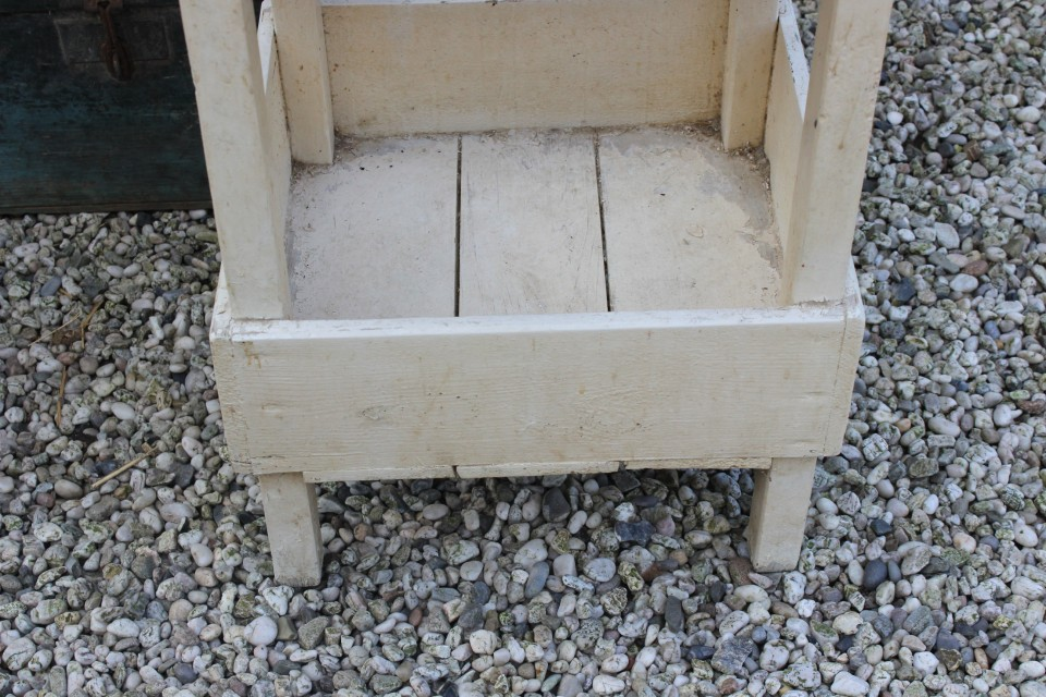 Brocante vierkant creme houten tafeltje