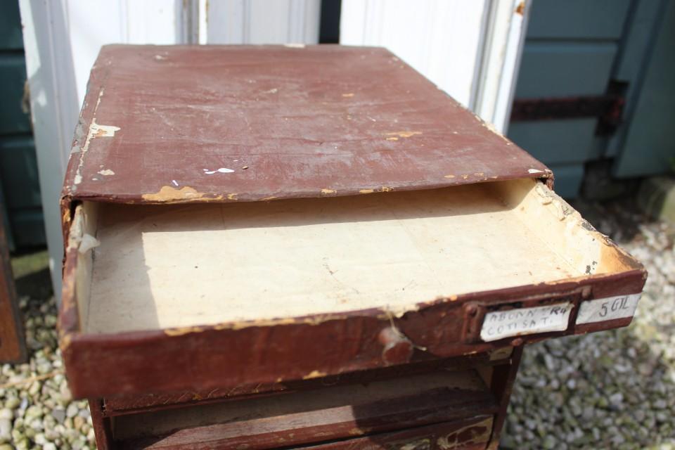 Oud houten Frans ladenkastje