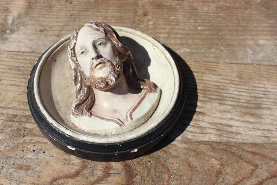 Oud aardewerk Jezus beeldje