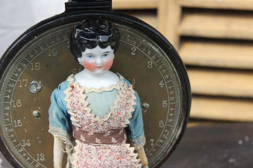 Antiek Duits popje met porseleinen kopje
