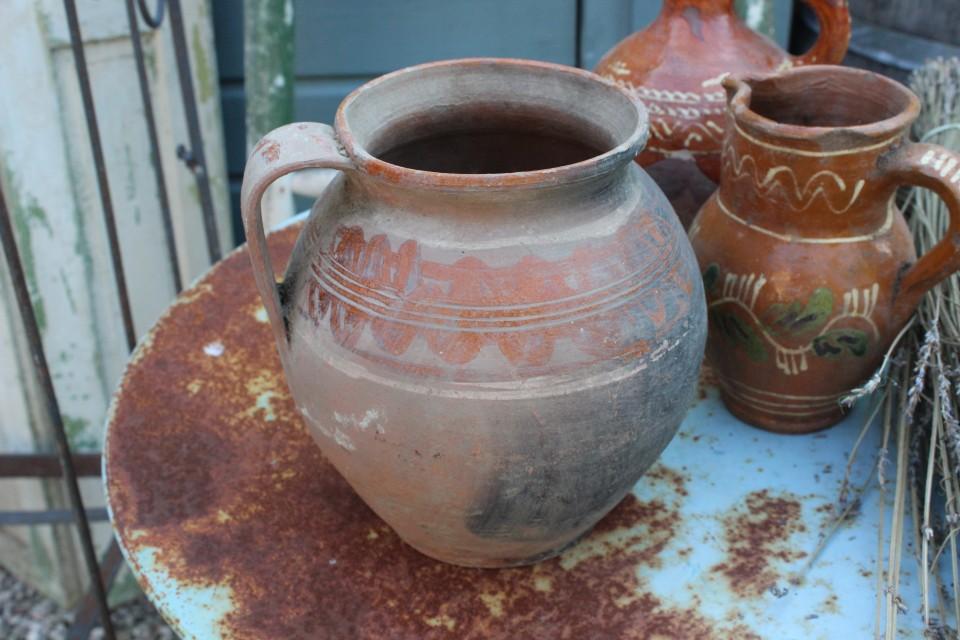 Oude aardewerk kruik oranje deco