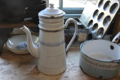 Oude emaille blauw witte koffiepot
