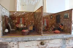 Antiek Duits poppenhuis huiskamer en slaapkamer