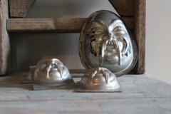 Oude metalen enkele chocolademal gezicht groot