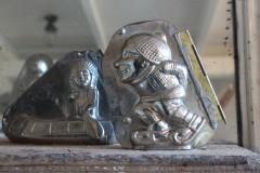 Oude metalen dubbele chocolademal schaatser