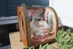 Oud glazen bruidskastje