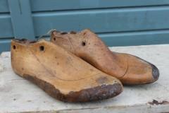 Oude houten schoenmallen mt 32