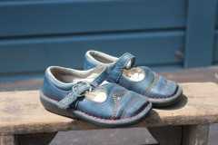 Oude blauwe leren schoentjes