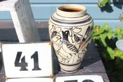 Oud aardewerk kruikje met vogel