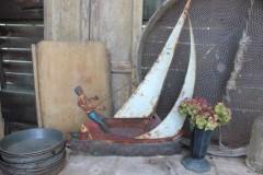 Oud metalen reclamebord zeilboot