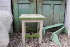 Oude wit groene houten hocker