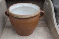 Oude Franse donkerbruine ronde aardewerk pot