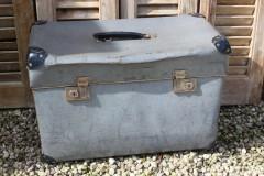Oude blauwgrijze koffer
