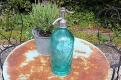 Oude zeegroene glazen spuitfles brasserie