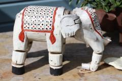 Brocante handgesneden houten marionet olifant