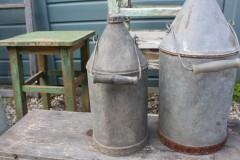 Oude zinken oliekan
