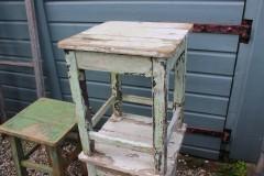 Brocante groen witte houten hocker